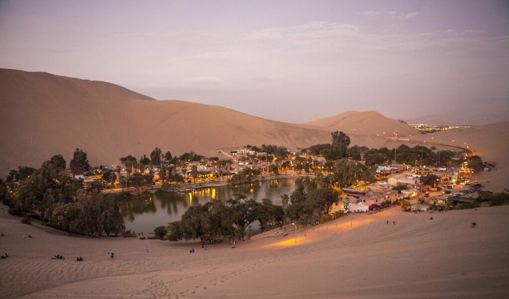 An experience designed for a couple of trips, providing a private and exclusive service to live the experience of sandboarding or sand skiing in the majestic dunes of the Huacachina desert.