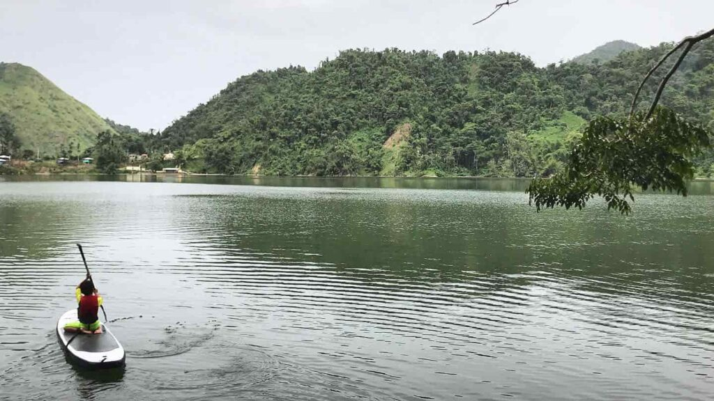 Rowing in Caonillas Lake